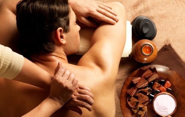 Masaje terapéutico con parafangos