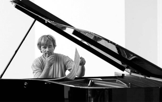 Disfruta del piano de Dezsö Ranki