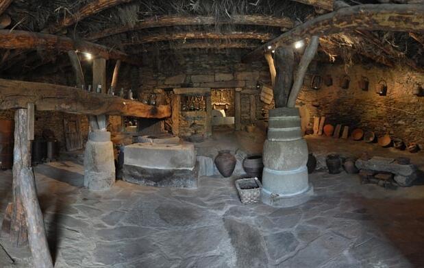 Menú y visita guiada por el Abadengo
