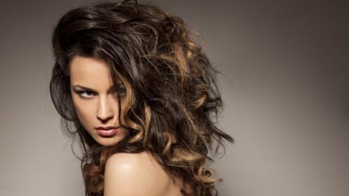 Lavado con tratamiento reparador, corte y peinado