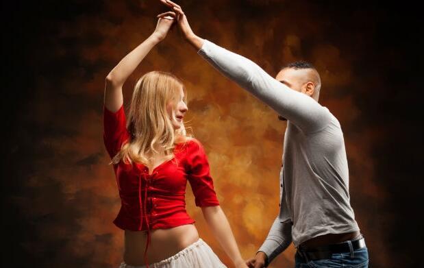 Bono de 8 clases de bailes latinos